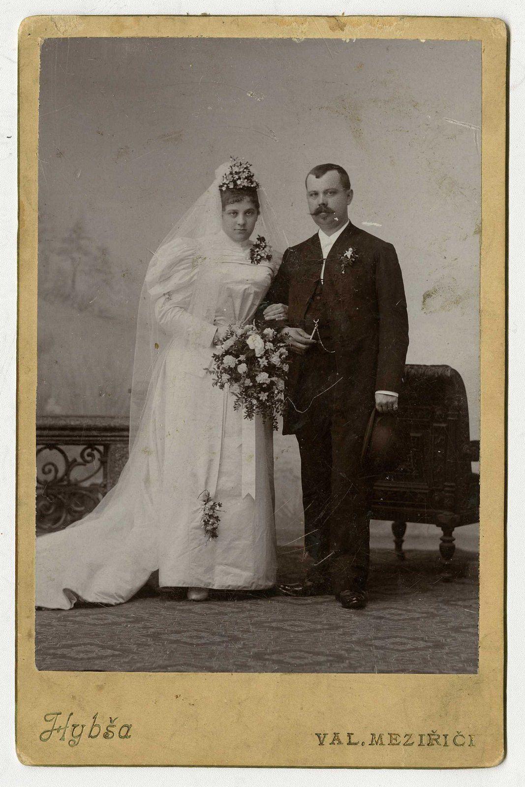 Ing. Antonín Staněk (14. 9. 1856 Nesměřice - 24. 9. 1916 Val. Meziříčí) a Marylda Richtrová (13. 6. 1872 - 17. 4. 1947) | Atelier Hybša