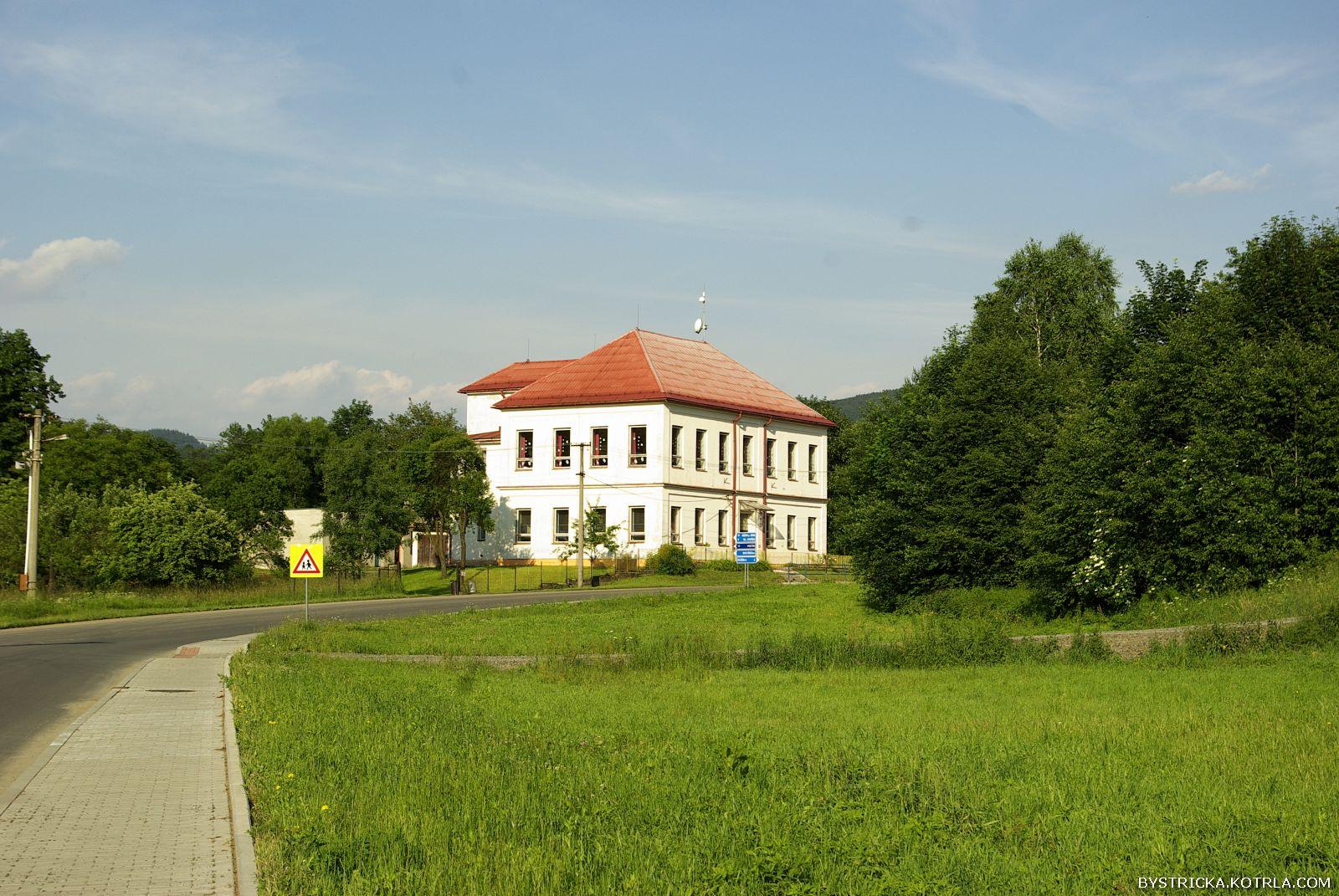 Škola v roce 2011 před zateplením