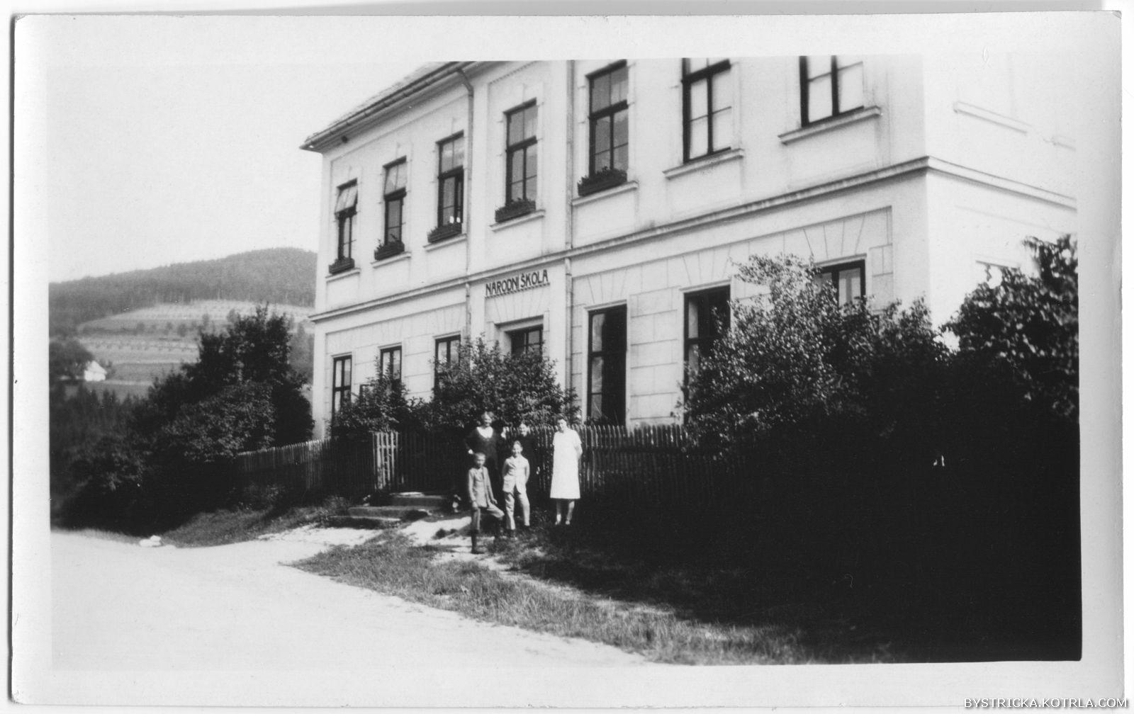 Škola v roce 1926 (rodina Jana Rouse)
